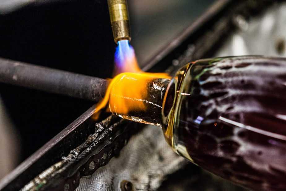 Ultrasonic degassing molten glass Ultrasonic Degassing